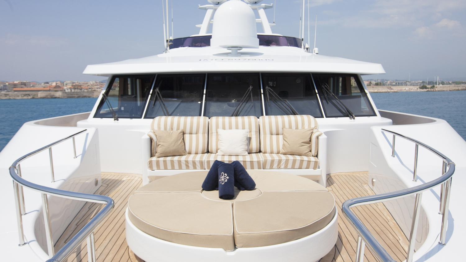 Foredeck Seating And Sunbathing
