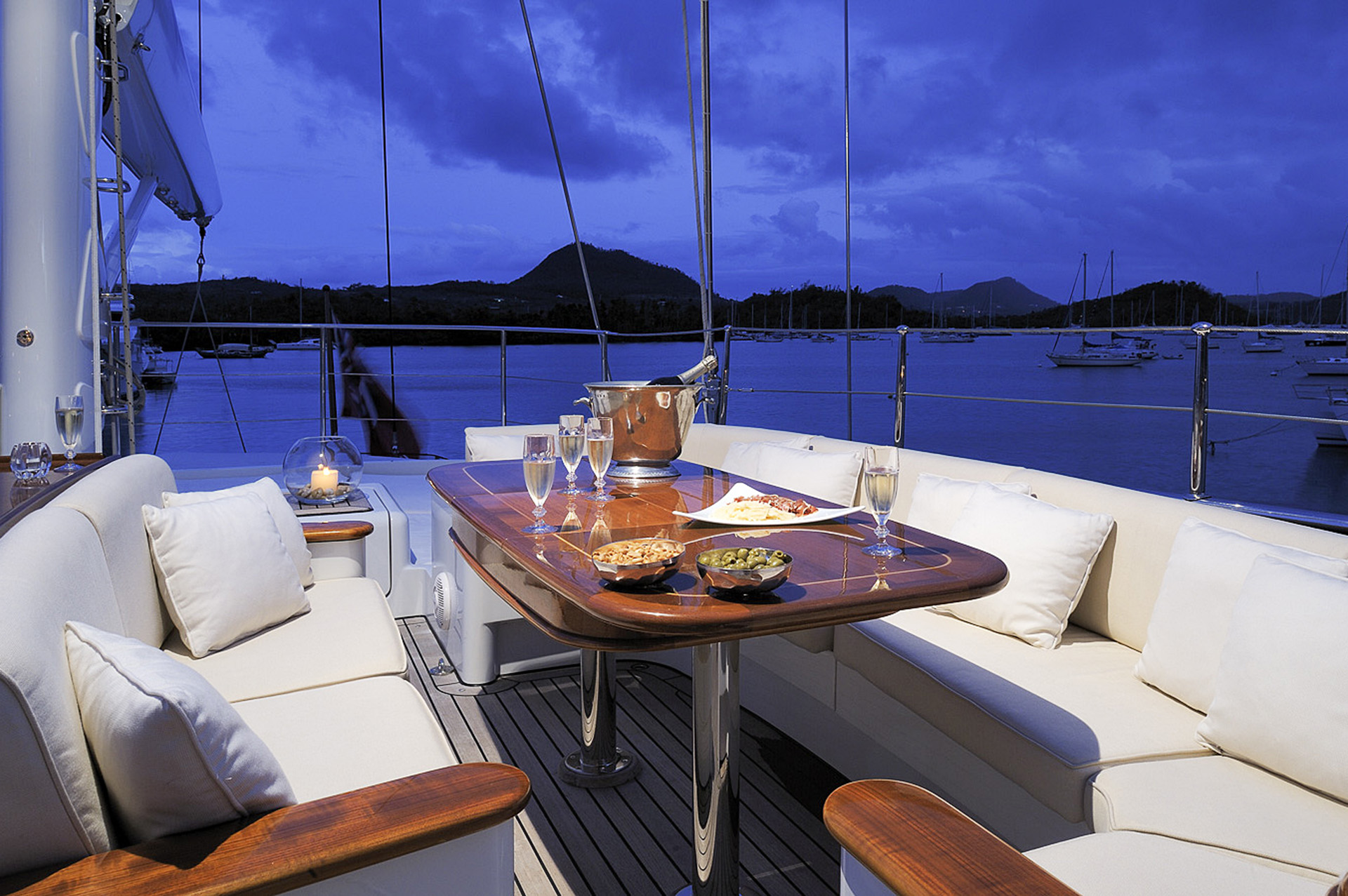 Yacht DRUMBEAT - Alloy Yachts - Anchored Evening