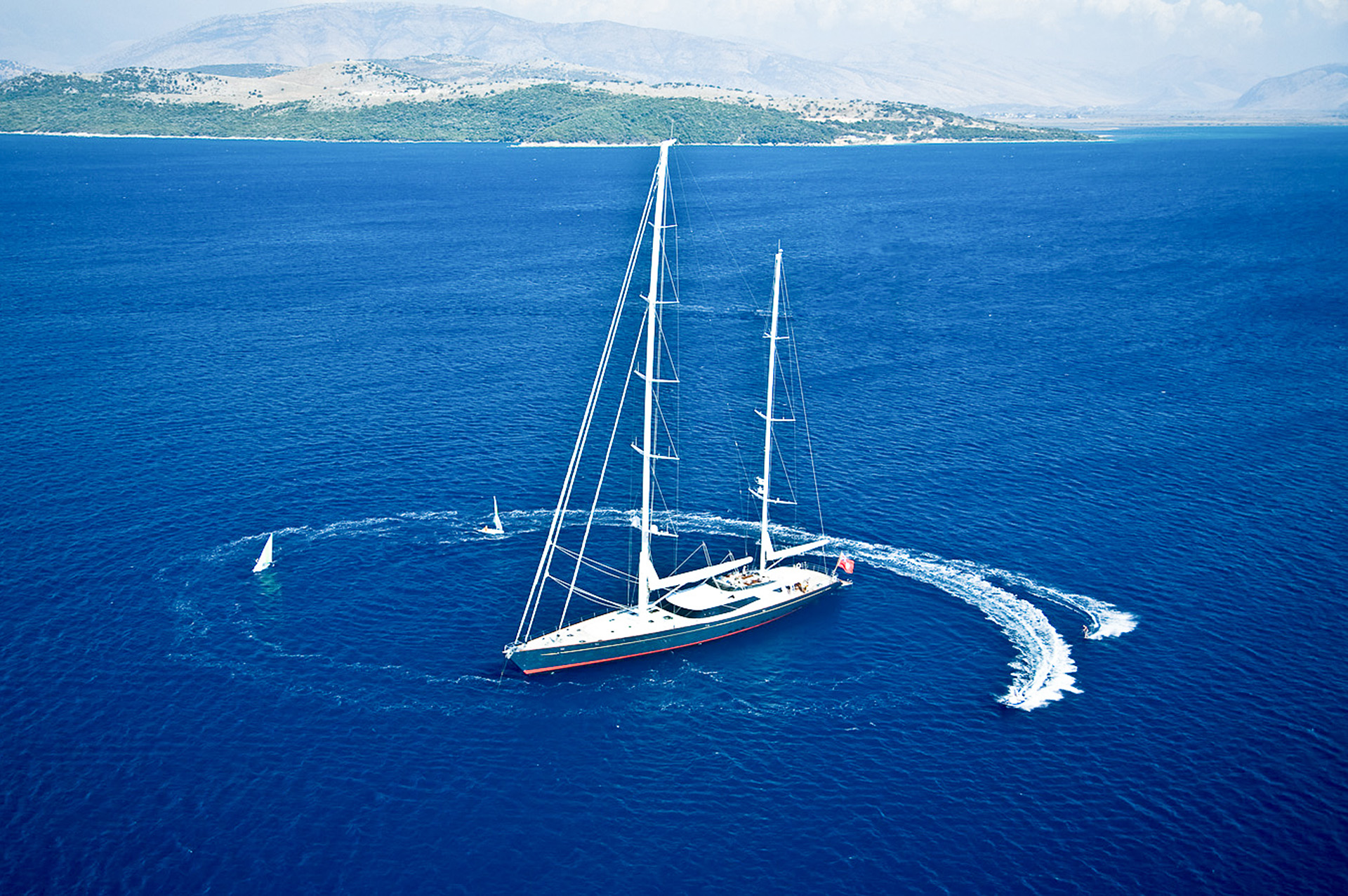 Yacht DRUMBEAT - Alloy Yachts - Anchored