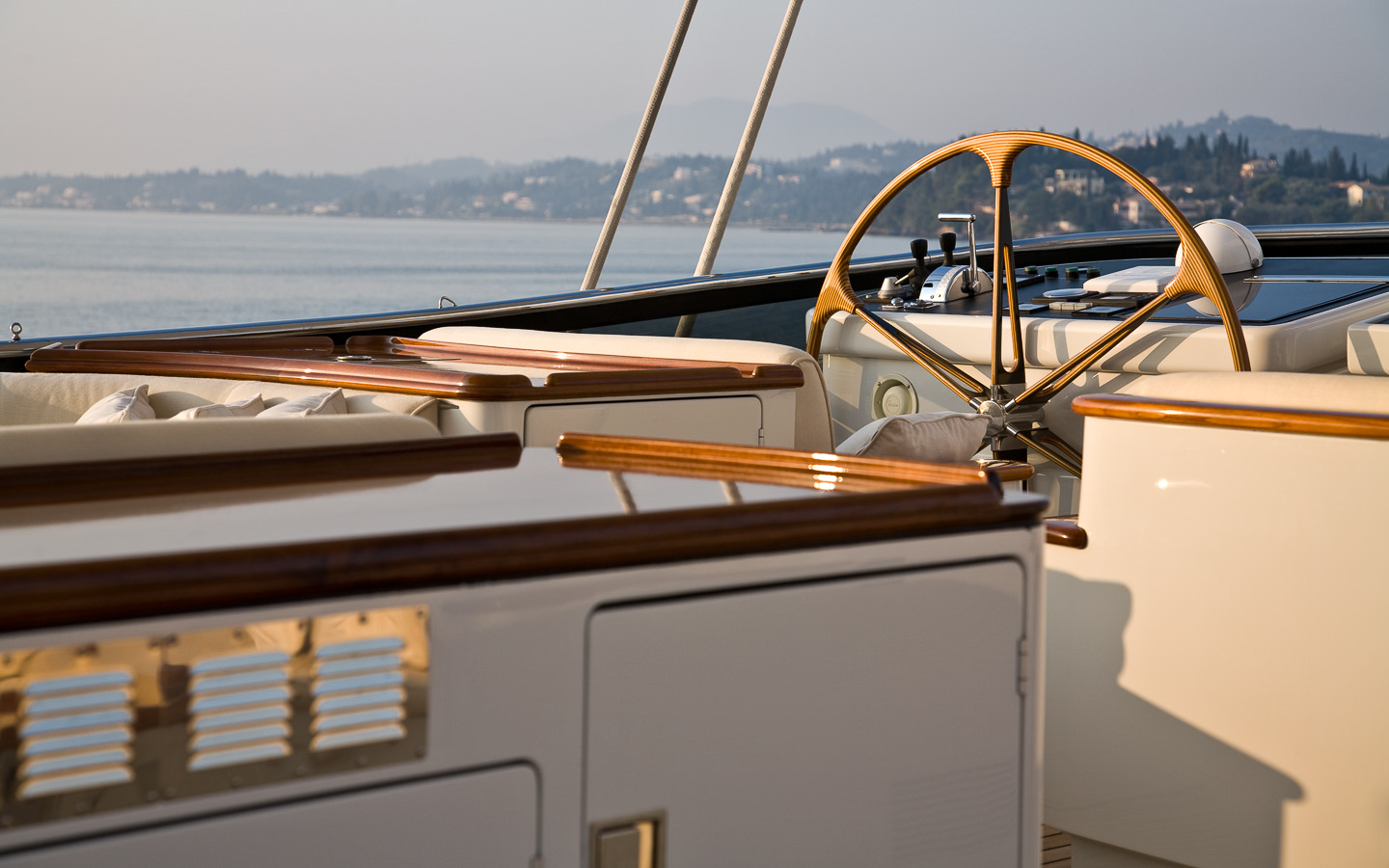 Yacht DRUMBEAT - Alloy Yachts - Helm Detail