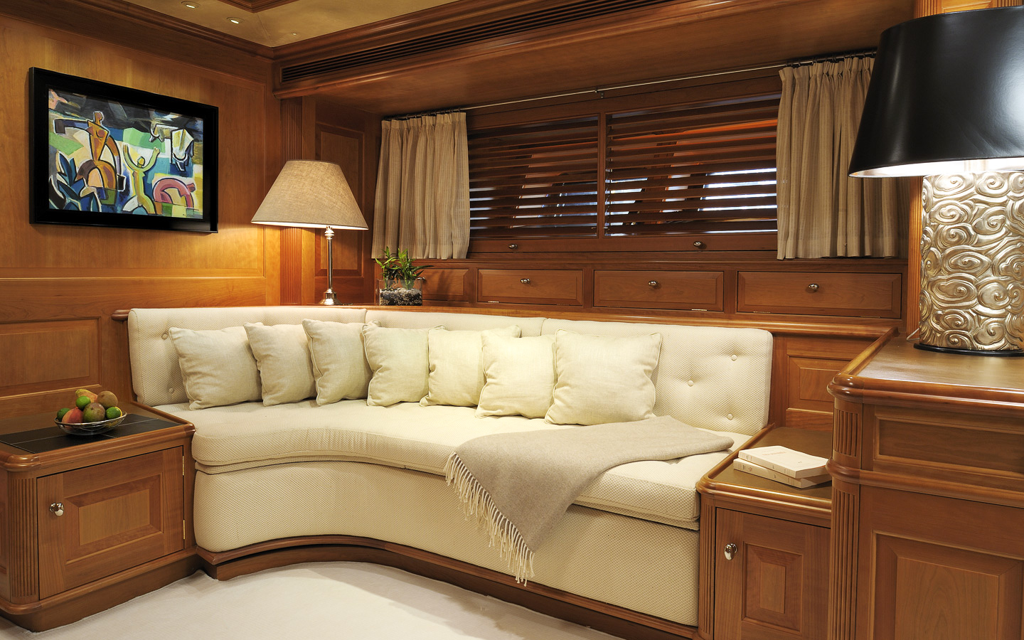 Yacht DRUMBEAT - Alloy Yachts - Interior Seating