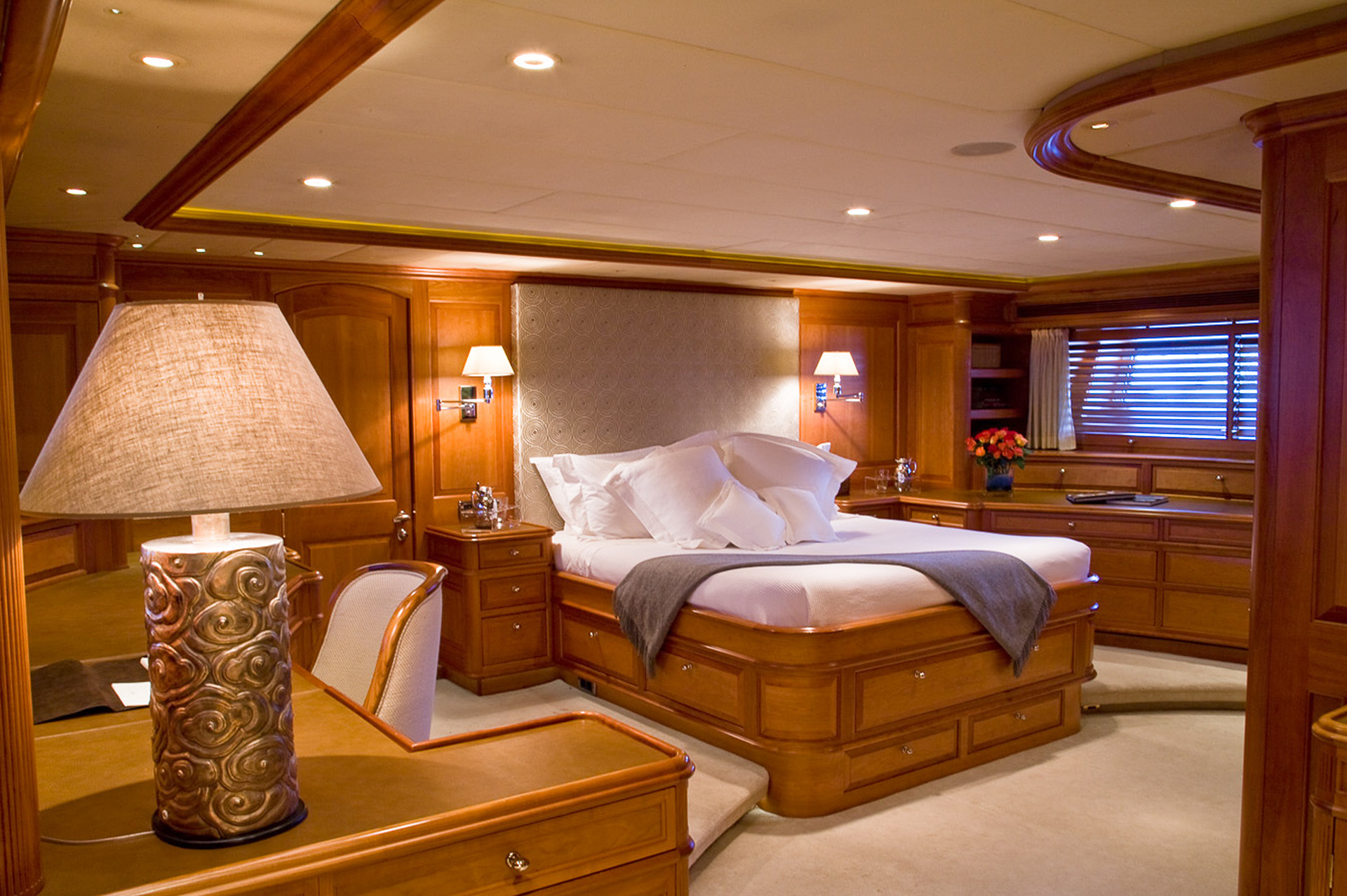 Yacht DRUMBEAT - Alloy Yachts - Master Stateroom