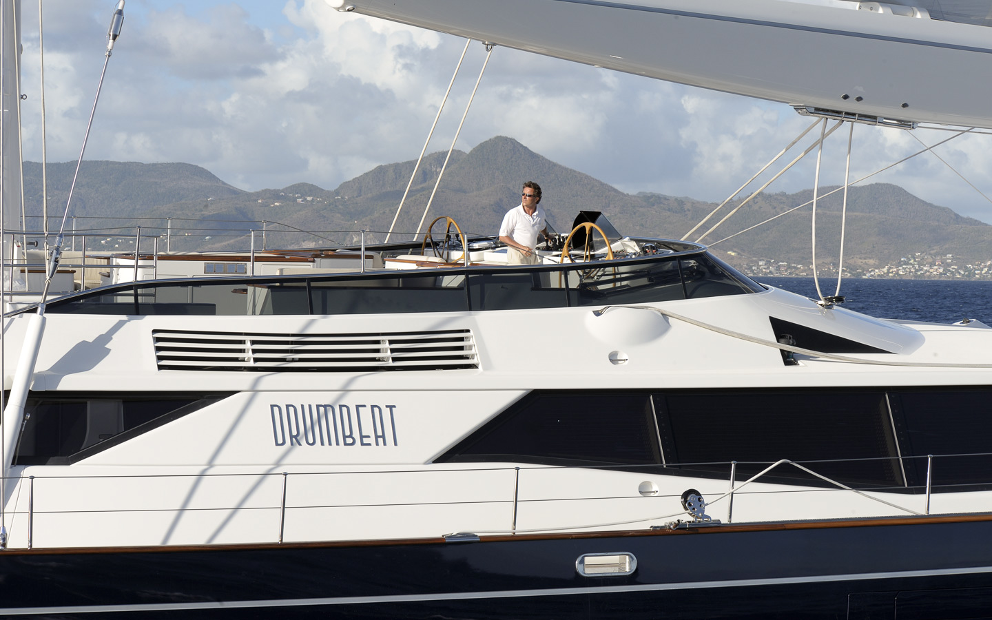 Yacht DRUMBEAT - Alloy Yachts - Sailing Flybridge