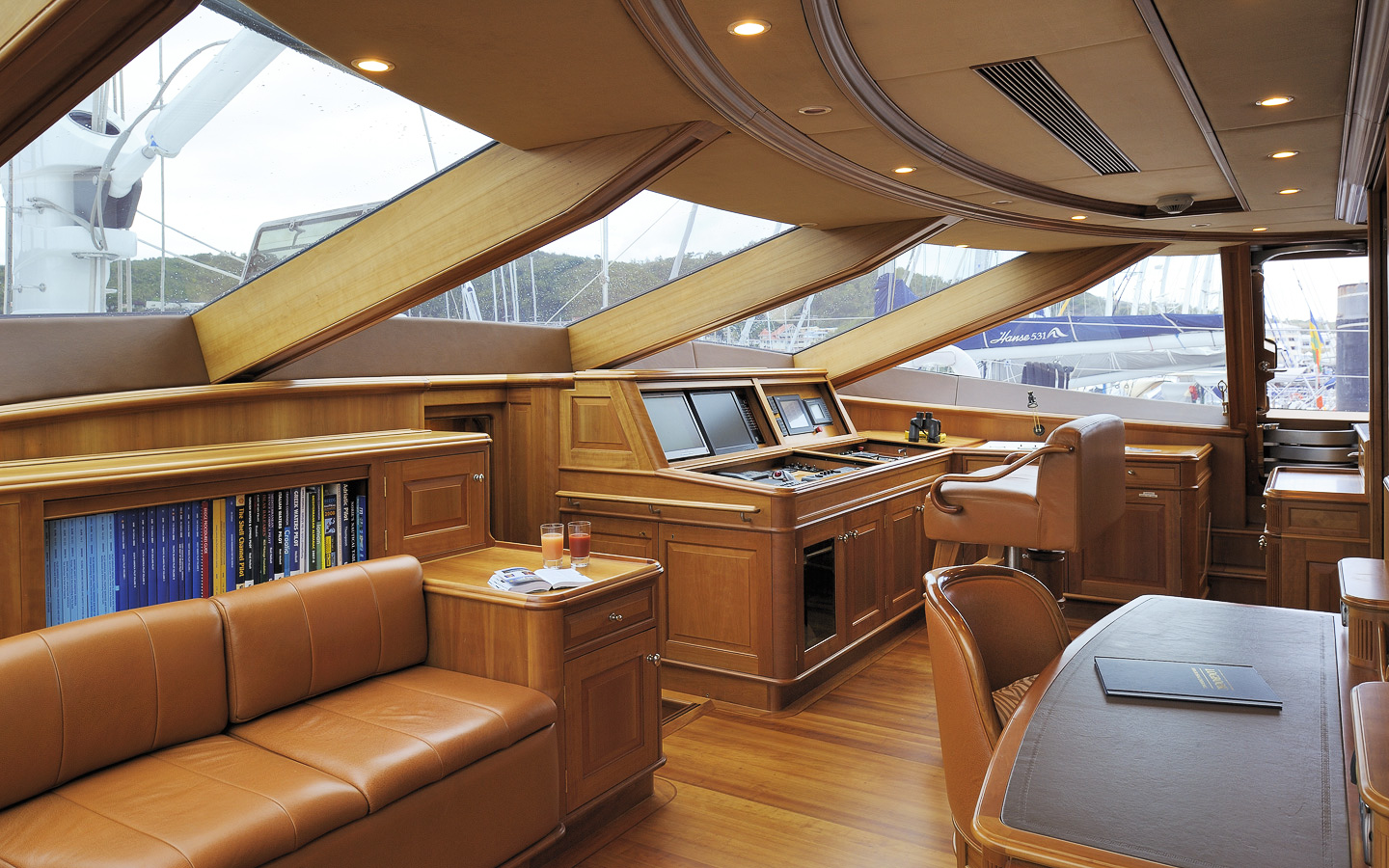 Yacht DRUMBEAT - Alloy Yachts - The Bridge