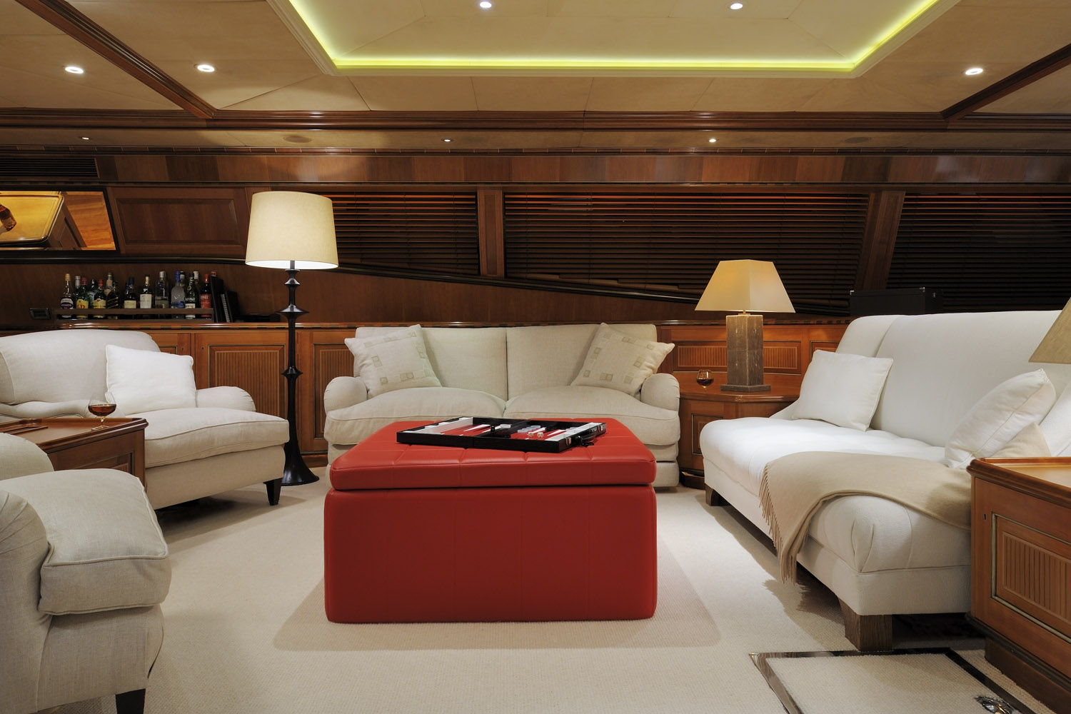 Yacht DRUMBEAT - Alloy Yachts - Seating