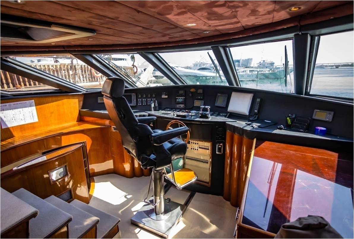 Yacht LOR - Bridge