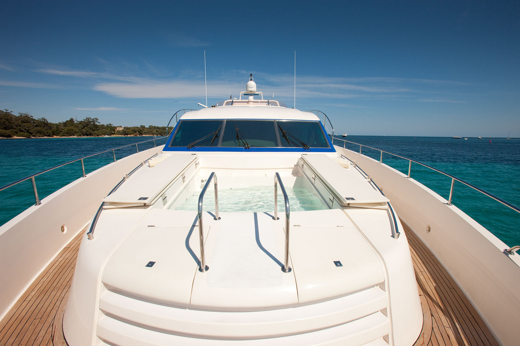 Yacht SUPERTOY - Bow And Jacuzzi