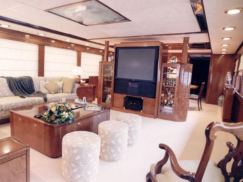 Premier Saloon On Board Yacht WHITE KNIGHT