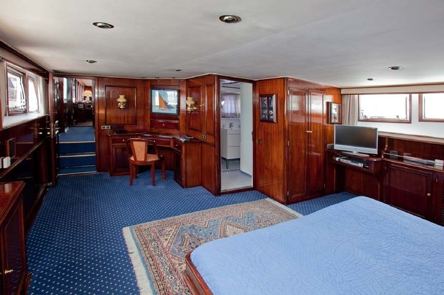 The 30m Yacht LADY ROXANNE