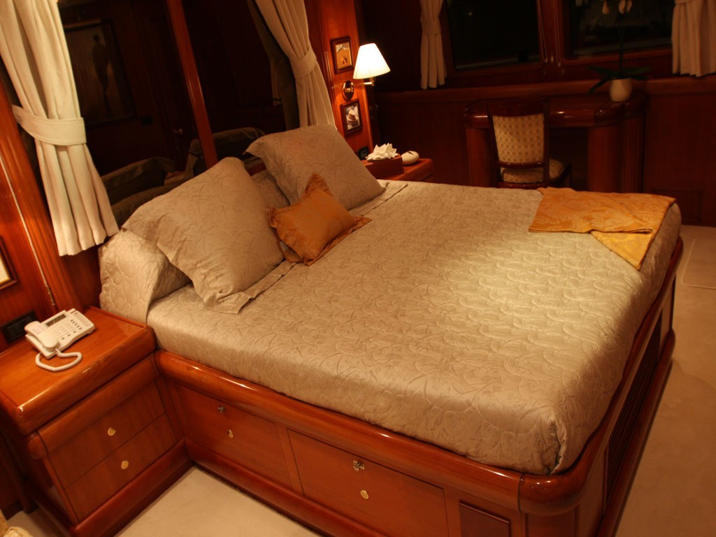 Cabin On Board Yacht 5 FISHES