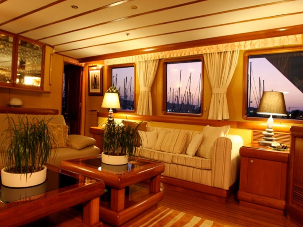 Profile: Yacht 5 FISHES's Saloon Photograph