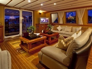 Saloon On Board Yacht 5 FISHES