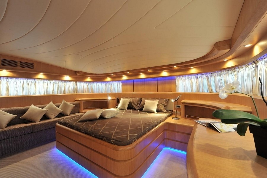 The 35m Yacht PARIS A