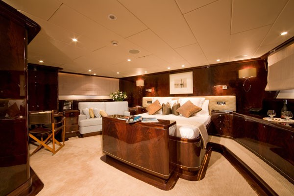 Profile: Yacht LUDYNOSA G's Guest's Cabin Photograph