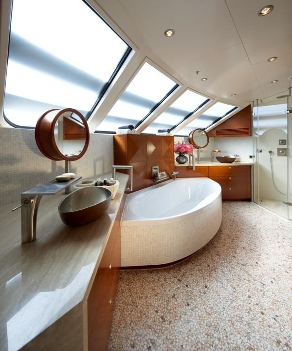 Bath On Yacht NORTHLANDER