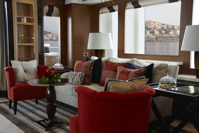 Sitting: Yacht KATHLEEN ANNE's Premier Saloon Image