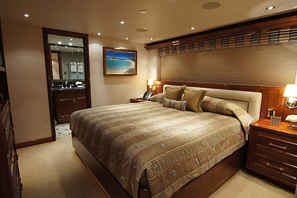 Portside VIP Cabin Aboard Yacht MILK MONEY
