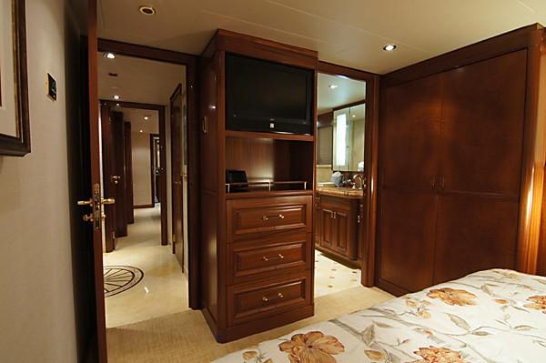 Screening: Yacht MILK MONEY's Queen Sized Cabin Photograph