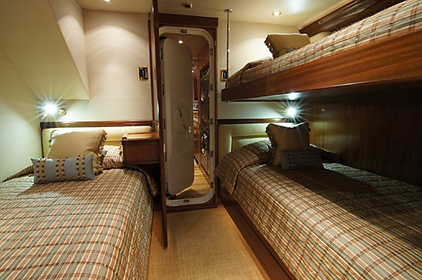 Twin Bed Cabin On Yacht MILK MONEY