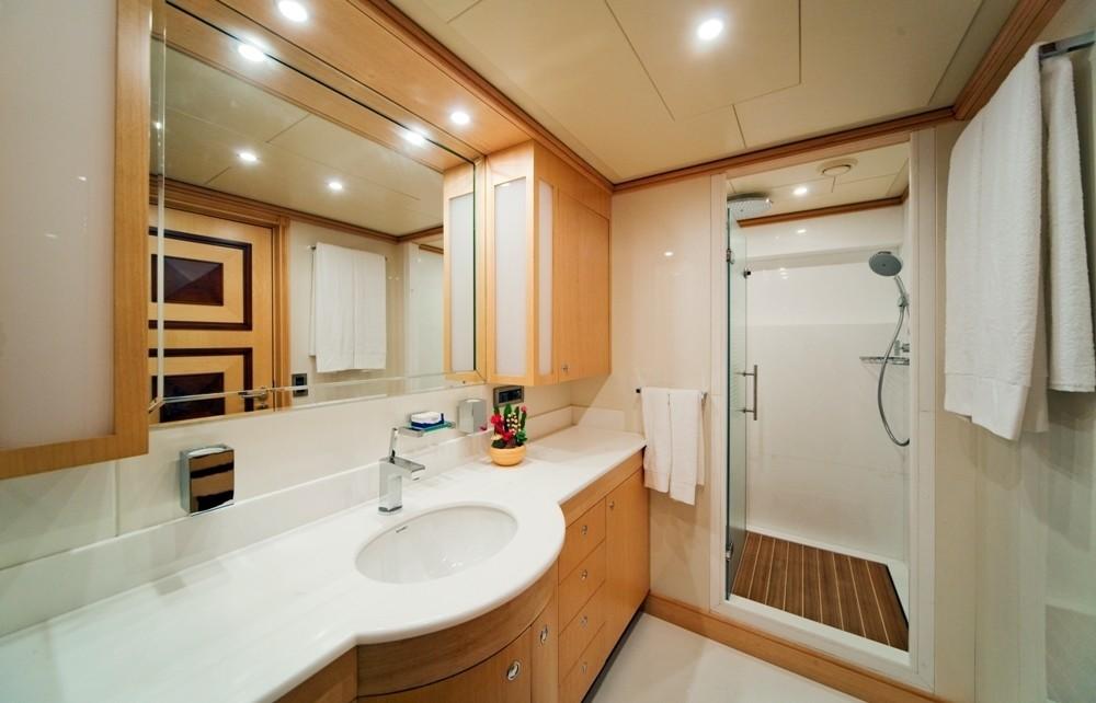 Portside Bath On Board Yacht GOLDEN HORN