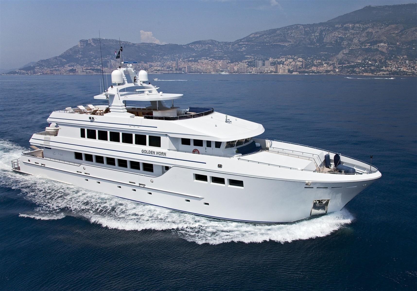 Cruising Aboard Yacht GOLDEN HORN