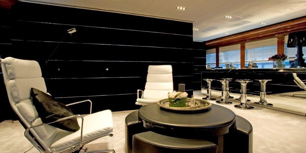 Drinks Bar: Yacht BLISS's Premier Saloon Captured