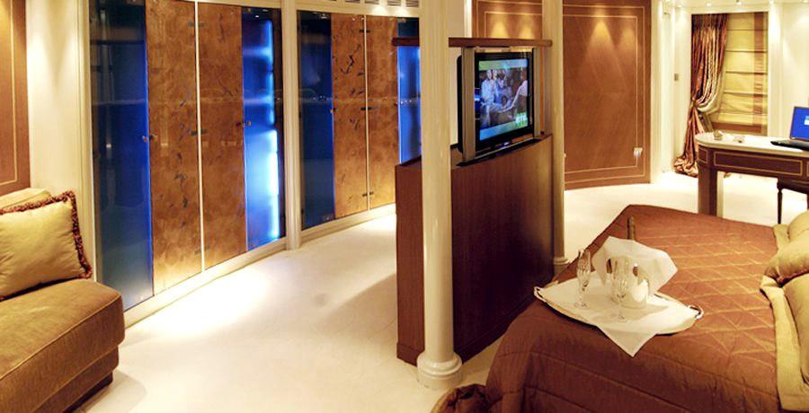 Television: Yacht ELEGANT 007's Main Master Cabin Captured