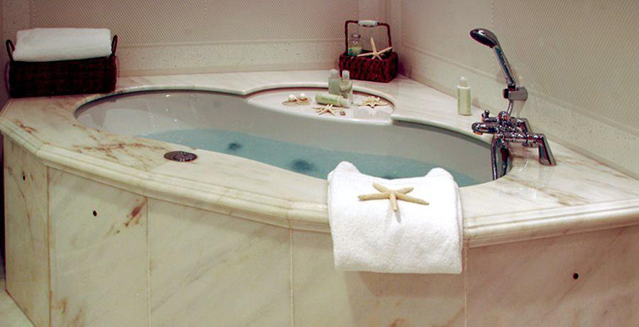 Bathroom Aboard Yacht ELEGANT 007