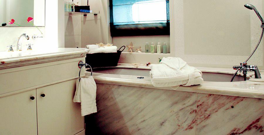 Wash Basin: Yacht ELEGANT 007's Bath Image