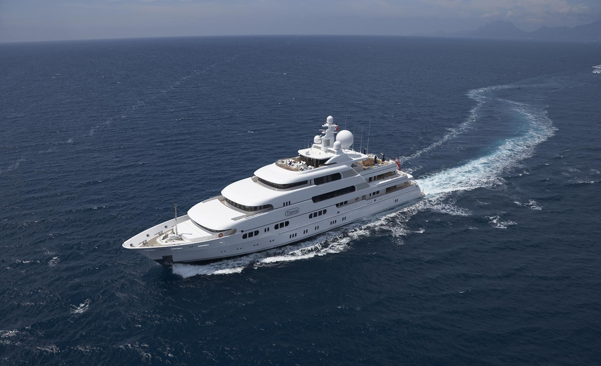 After Changing Course: Yacht TITANIA's Cruising Captured