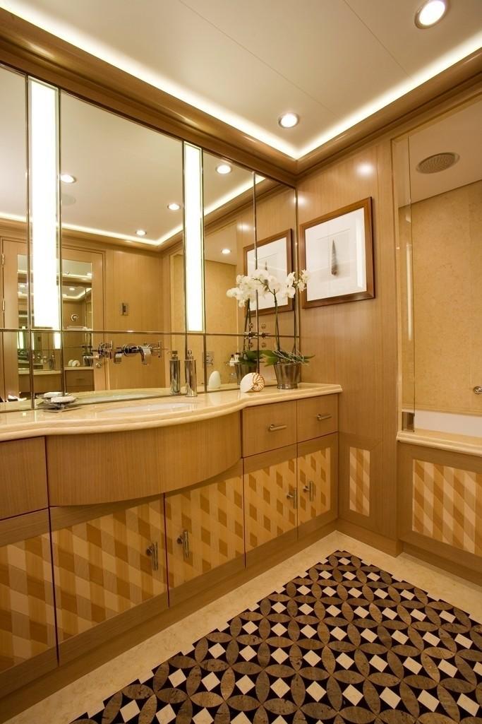 Personal Bath On Yacht ALFA NERO