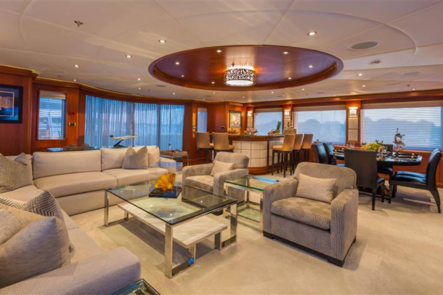 Yacht Skyfall By Trinity - Seating And Bar