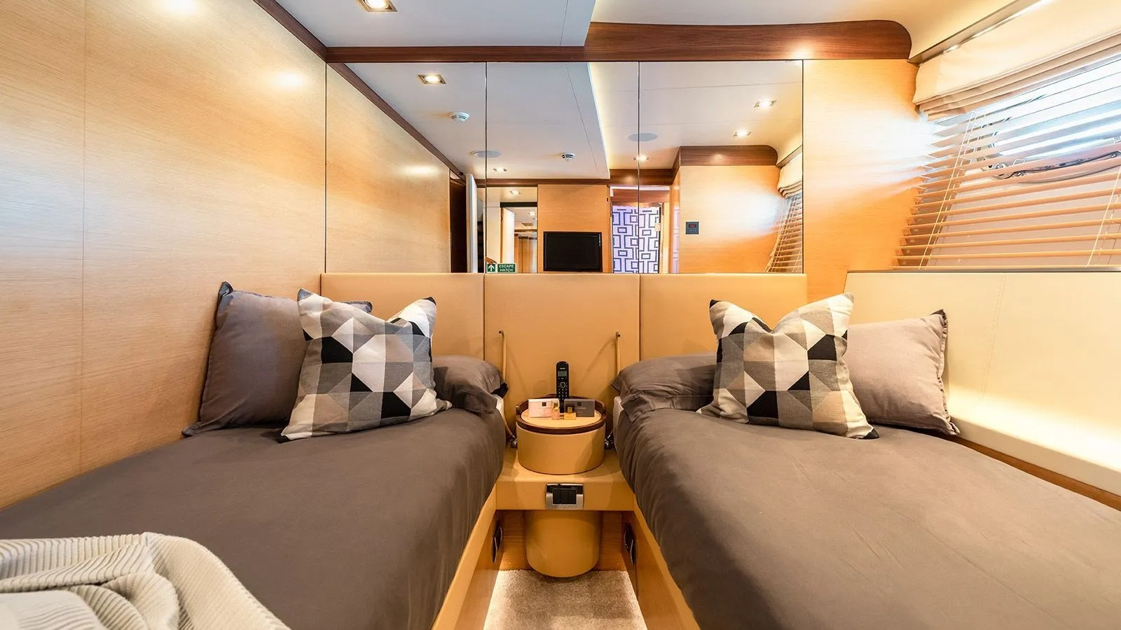 AFRICA I Interior - Twin Cabin