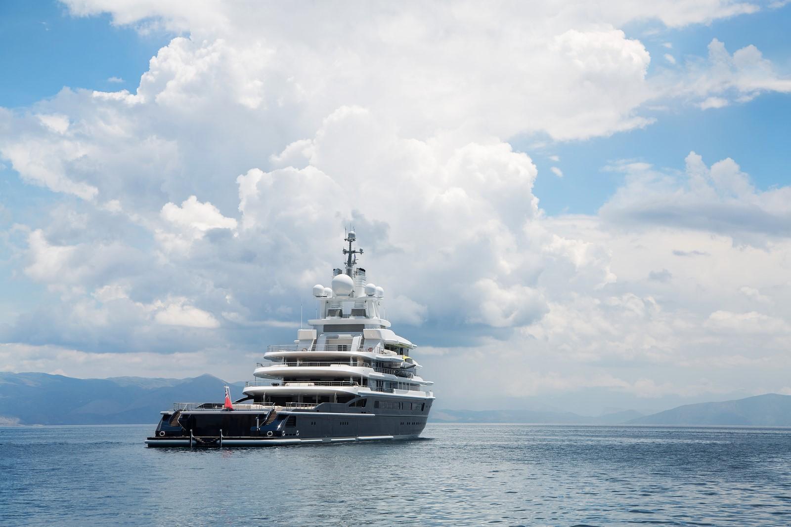 Explorer Yacht LUNA