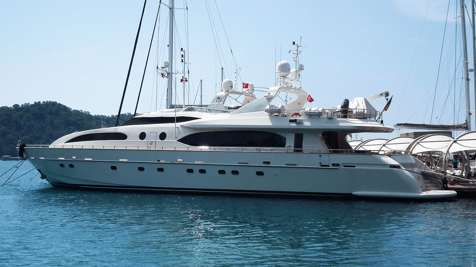 Charter ARMENI - Falcon 115 2007 – Luxury Yacht Browser   by