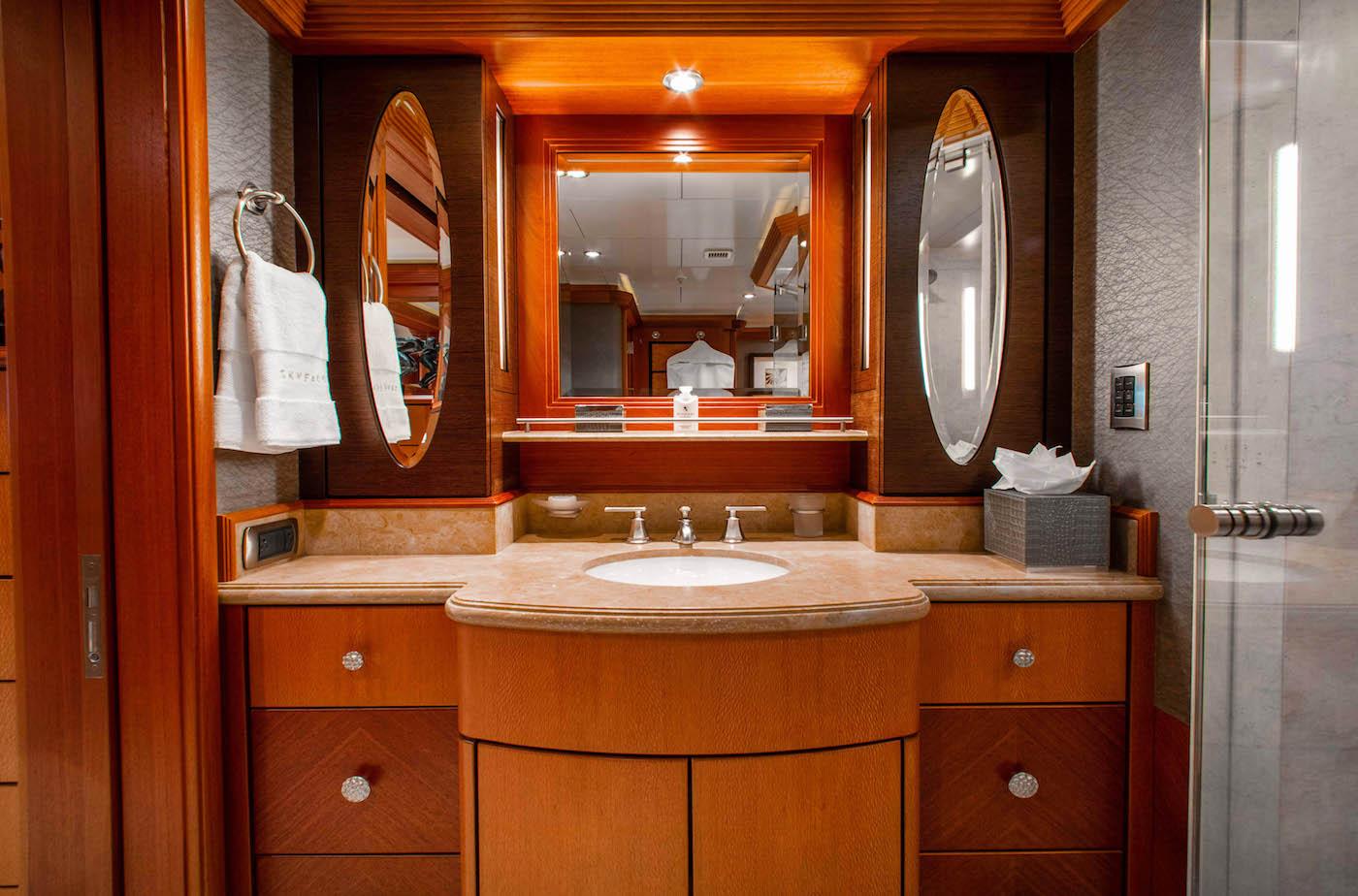 Full- Beam VIP - Sink In The Bathroom