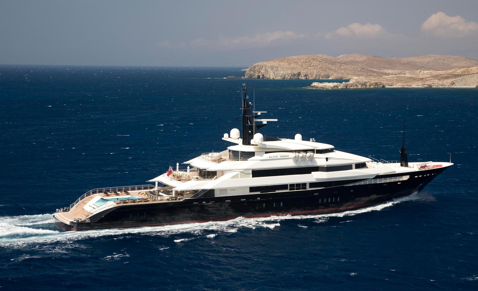 Luxury Motor Yacht ALFA NERO Cruising