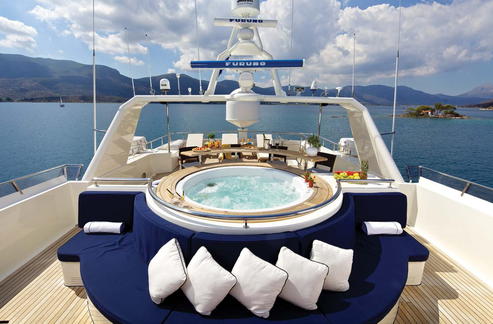Top Deck Jacuzzi With Sun Pads