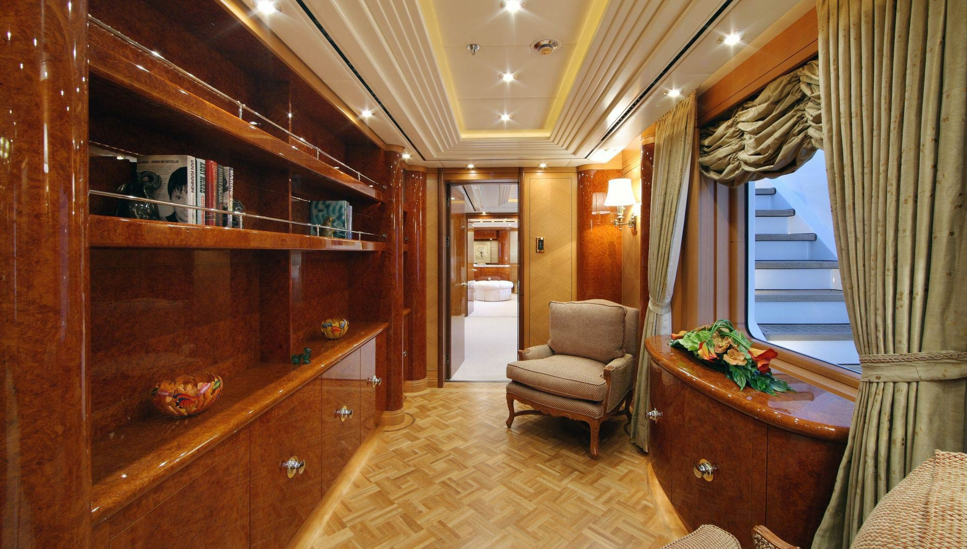 Yacht CAPRI By Lurssen - Foyer