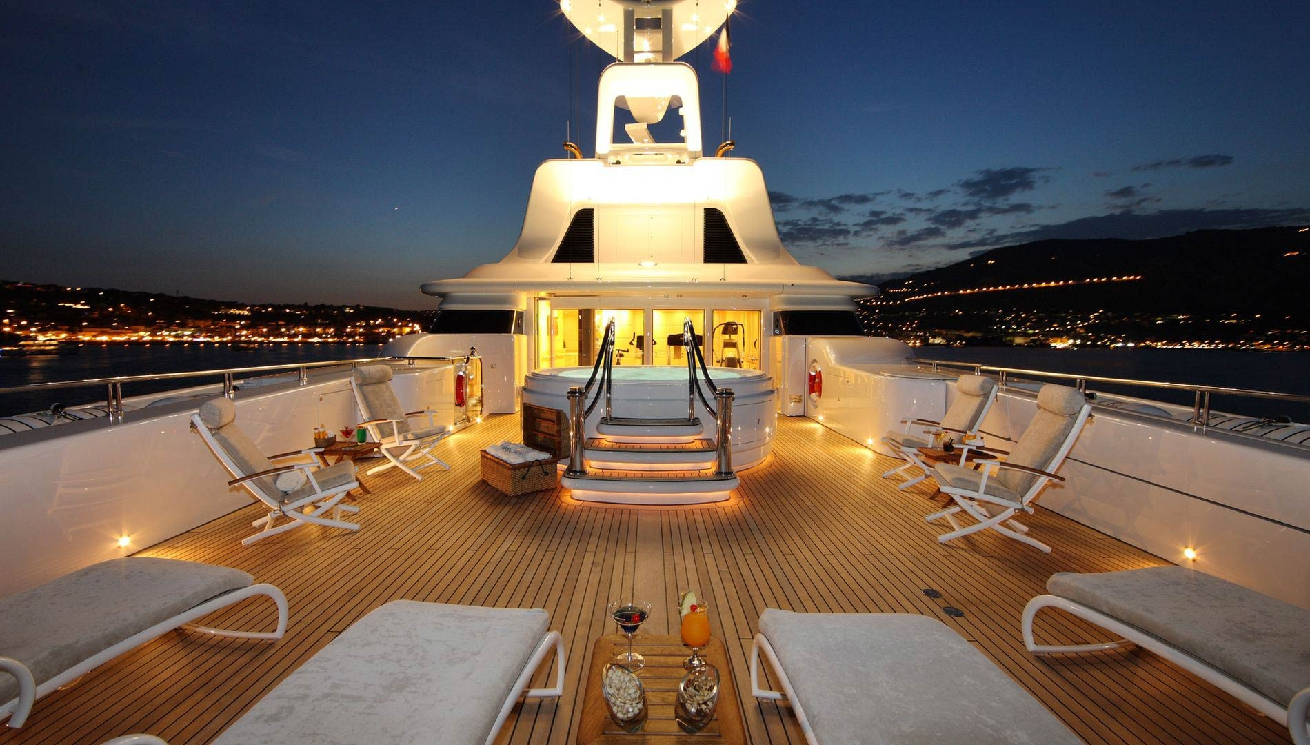 Yacht CAPRI By Lurssen - Jacuzzi Evening