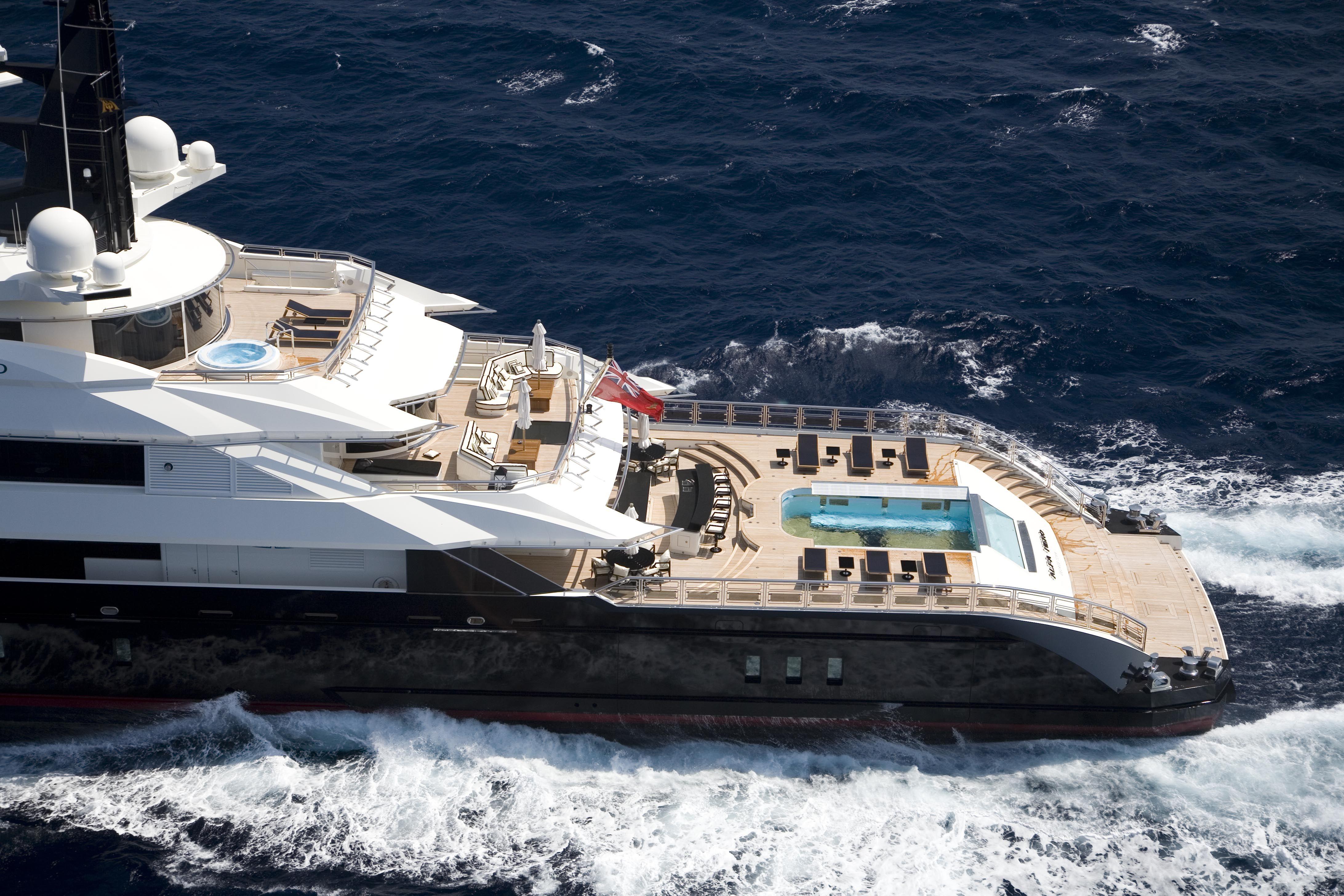 Luxurious ALFA NERO Cruising