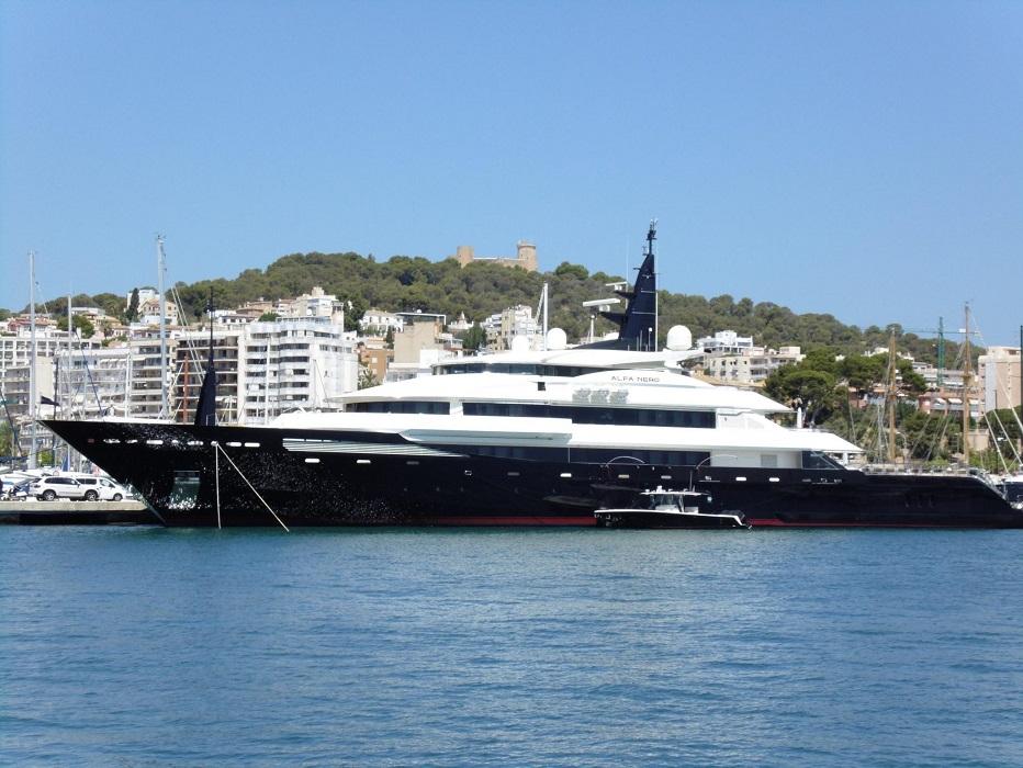 Sailing Into Palma