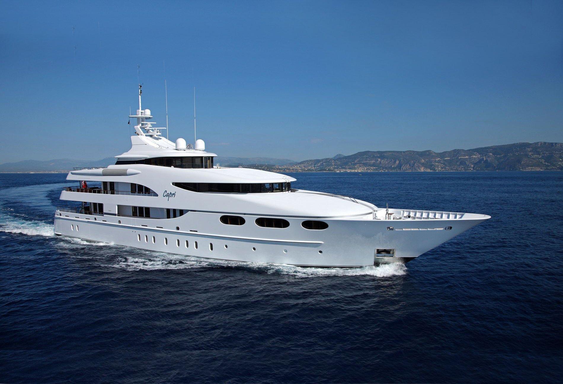 Yacht Capri Running