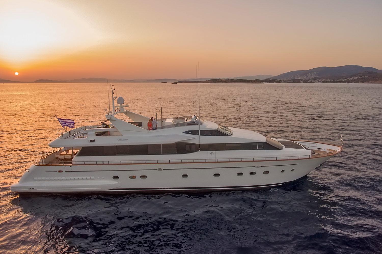Yacht Martina Sunset