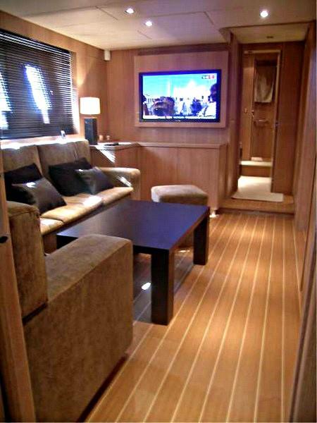 Saloon Aboard Yacht BEST MOUNTAIN