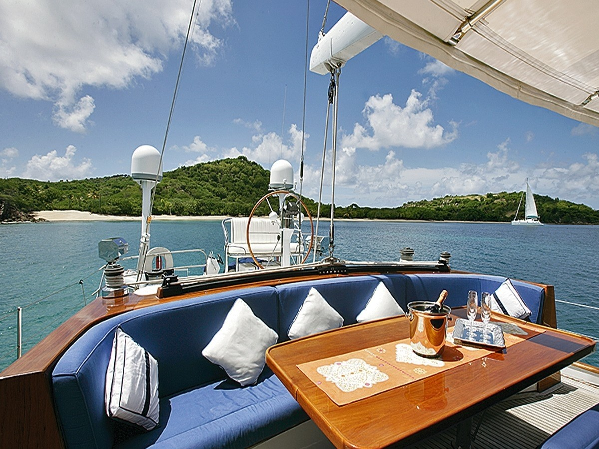 The 30m Yacht CALDERA