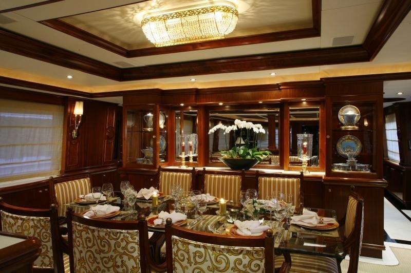 Eating/dining Saloon Aboard Yacht OCEAN CLUB