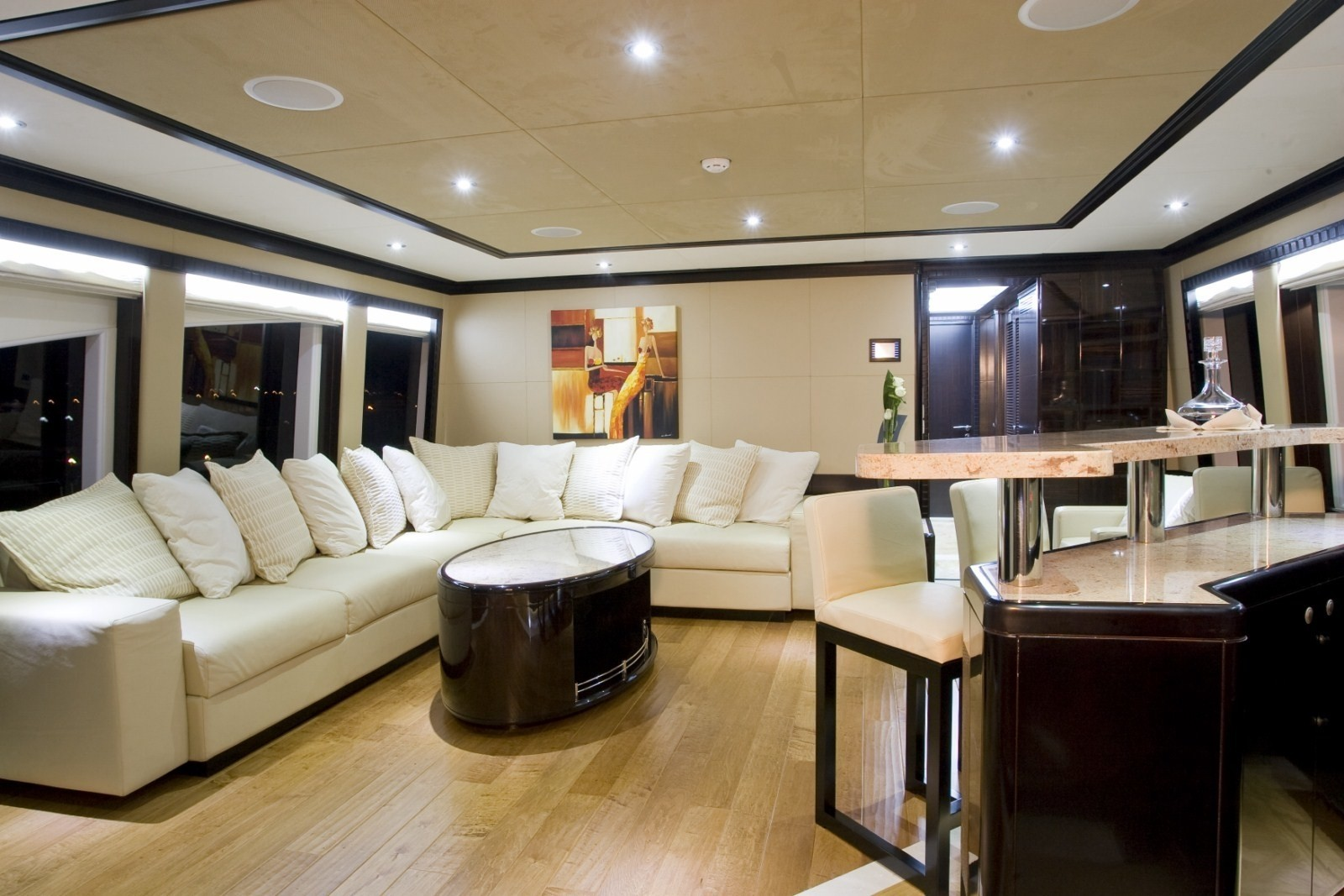 Sitting: Yacht GRENADINES III's Premier Saloon Photograph