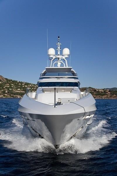 Forward Aspect: Yacht MANIFIQ's Cruising Image