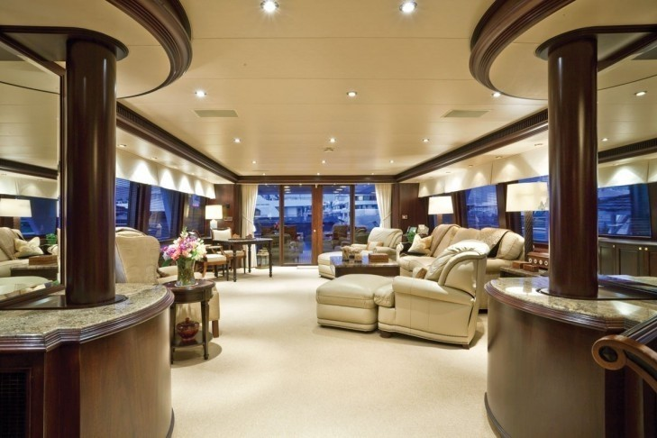 Aft: Yacht SEA DREAMS's Premier Saloon Captured